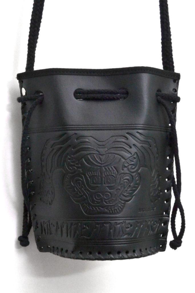 レザースーベニアバッグ 型押しレザー 巾着ショルダーバッグ