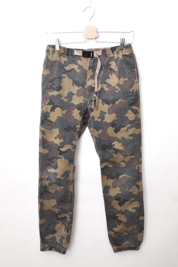 × BEAMS/別注 裾リブ カモフラージュ柄 クライミングパンツ ジョガーパンツ