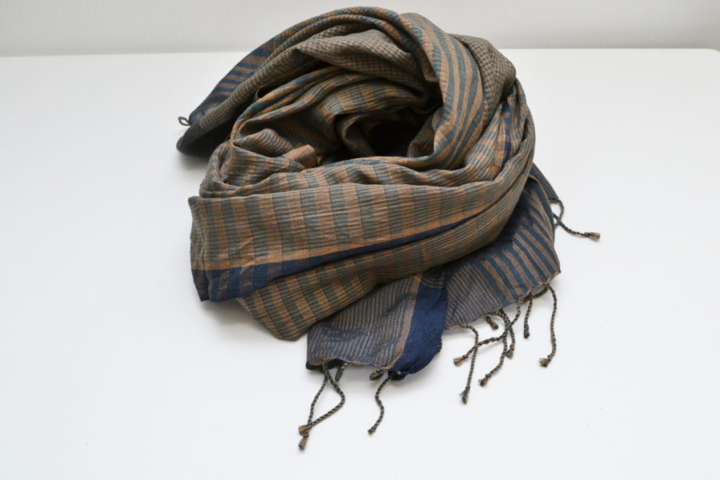 BESS NIELSEN/シルク チェック 手織り 大判 ストールの買取実績画像
