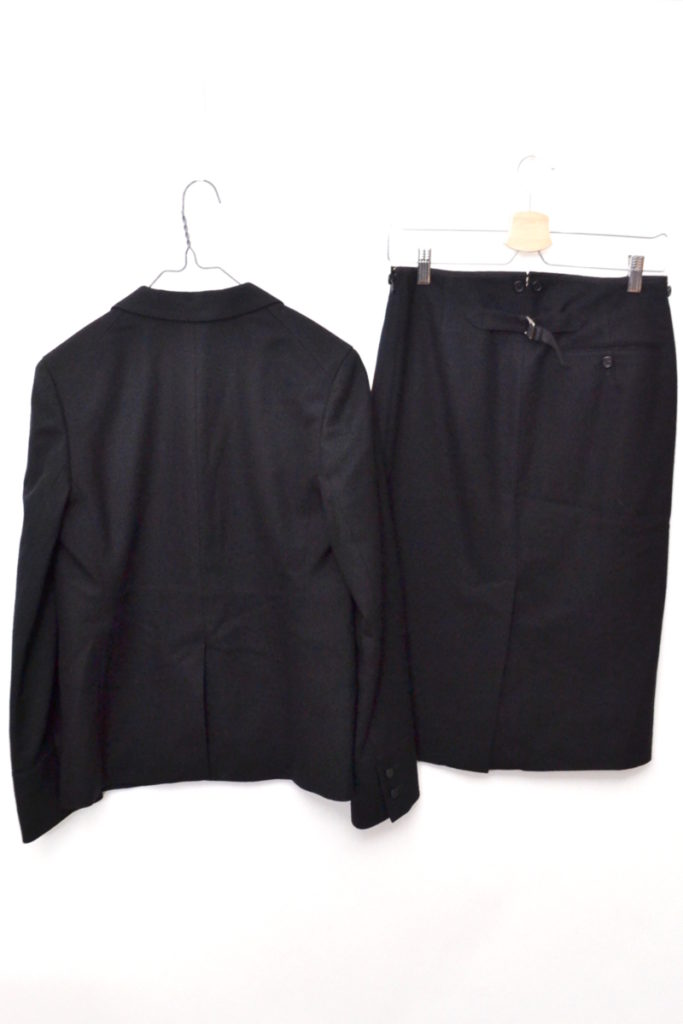 ウールフランネル ラペル切替 スカート スーツセットアップの買取実績画像