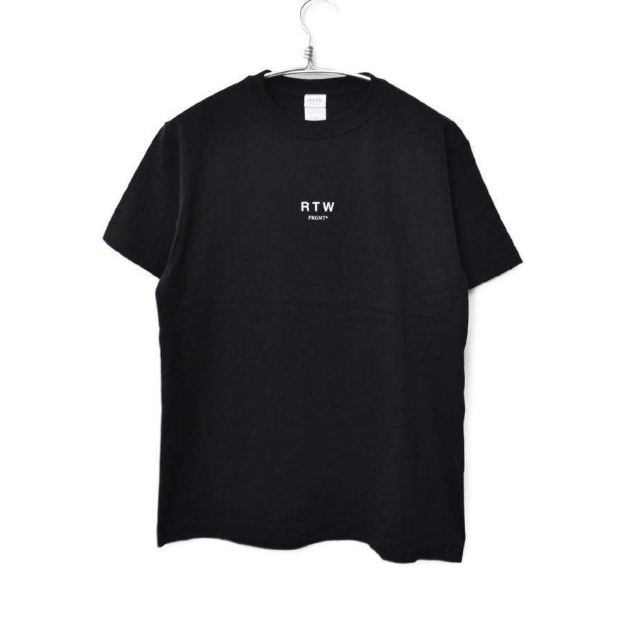 × Fragmentdesign ◆ ロゴプリント Tシャツ